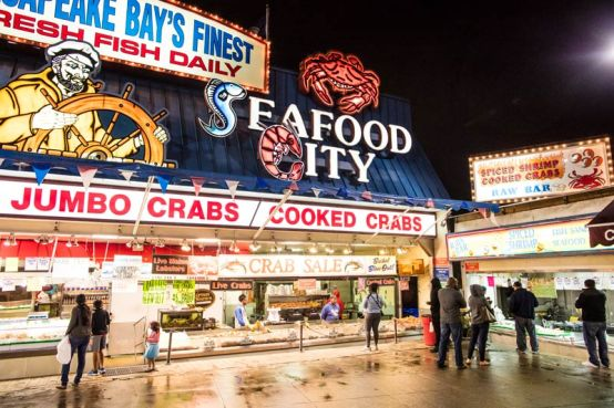nighttime-at-maine-avenue-fish-market-on-the-wharf_ddc-photo