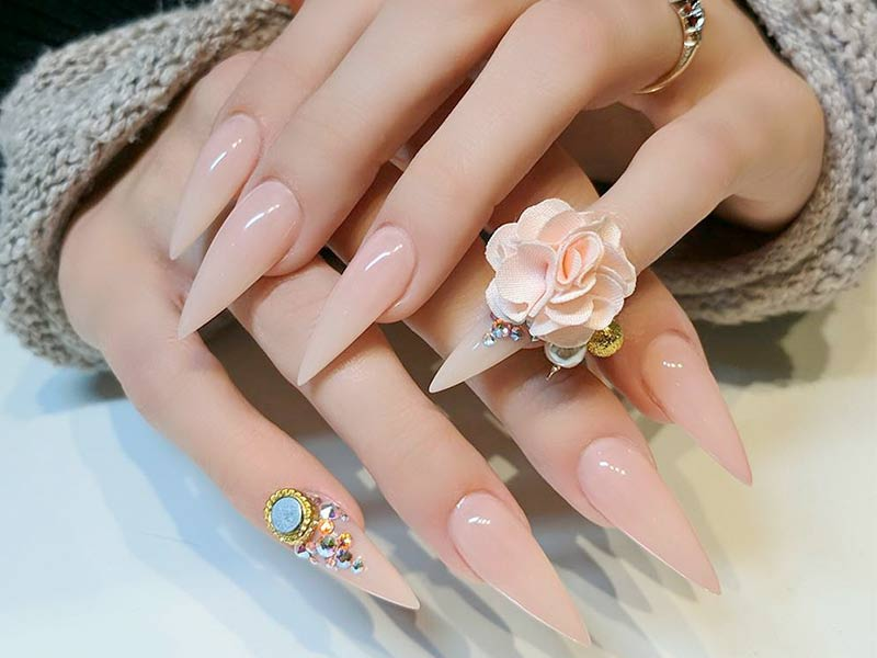 terrific-nude-nail-design-long-stiletto-sparkly-accent-finger-rhinestones-big-flower
